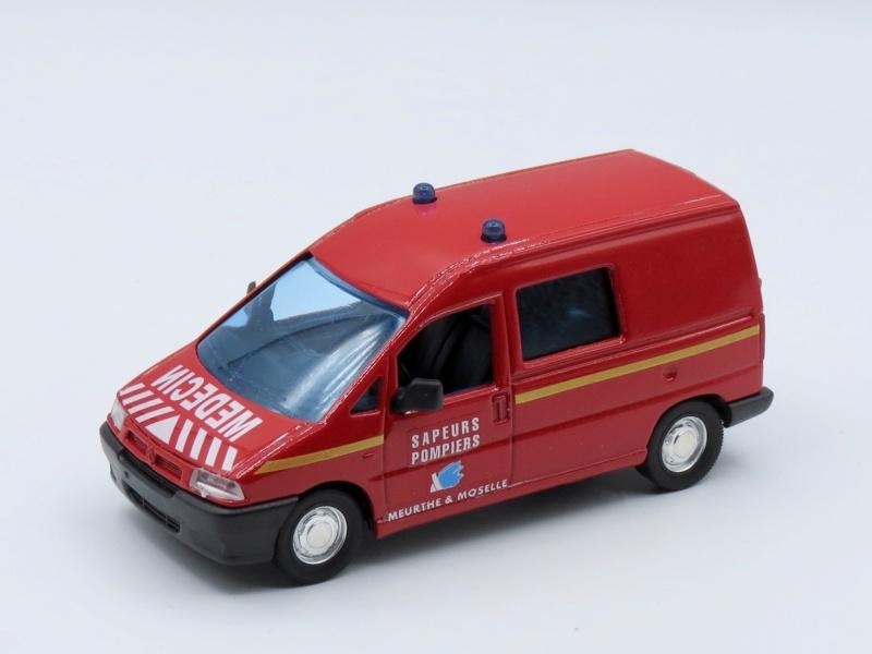 2000 à 2007 > HACHETTE > Les véhicules de sapeurs pompiers et leur univers 2002_j14