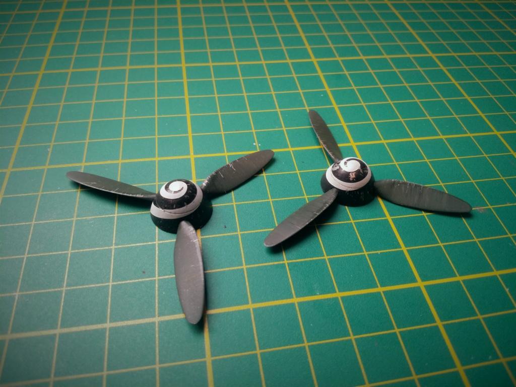 """Messerschmitt Me410B-2/U2/R4 """"Hornisse"""" (MENG 1/48) - Page 19 120"""