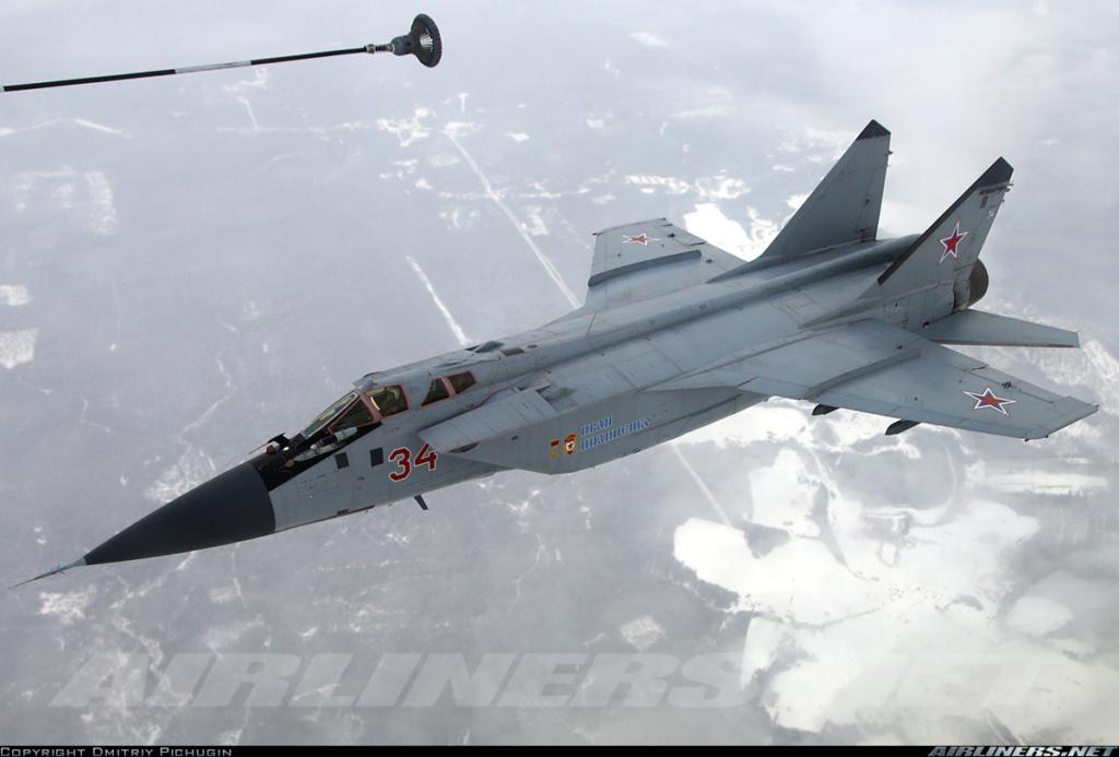 """Mikoyan-Gurevitch MiG-31 BM/BSM """"Foxhound"""" (AMK 1/48) - Page 8 24450310"""