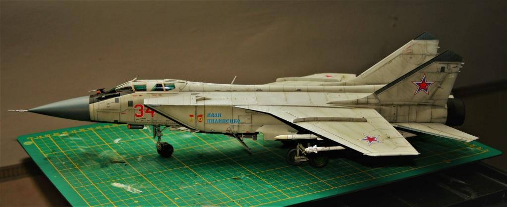 "Mikoyan-Gurevitch MiG-31 BM/BSM ""Foxhound"" (AMK 1/48) - Page 7 Img_1110"