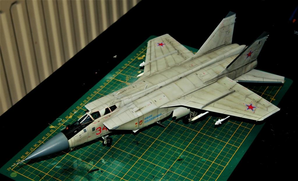 "Mikoyan-Gurevitch MiG-31 BM/BSM ""Foxhound"" (AMK 1/48) - Page 7 Img_1111"