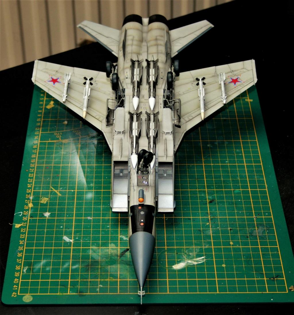 "Mikoyan-Gurevitch MiG-31 BM/BSM ""Foxhound"" (AMK 1/48) - Page 7 Img_1113"