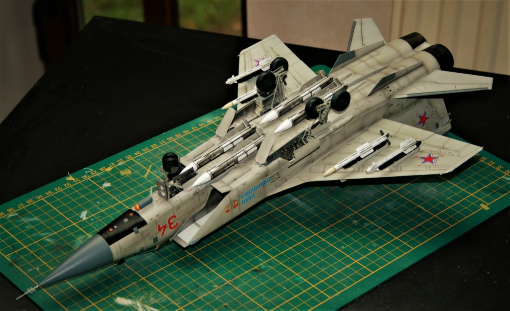 "Mikoyan-Gurevitch MiG-31 BM/BSM ""Foxhound"" (AMK 1/48) - Page 7 Img_1114"