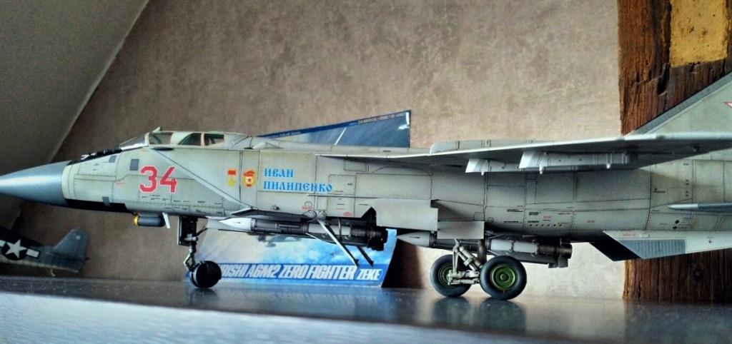 "Mikoyan-Gurevitch MiG-31 BM/BSM ""Foxhound"" (AMK 1/48) - Page 7 Img_2067"