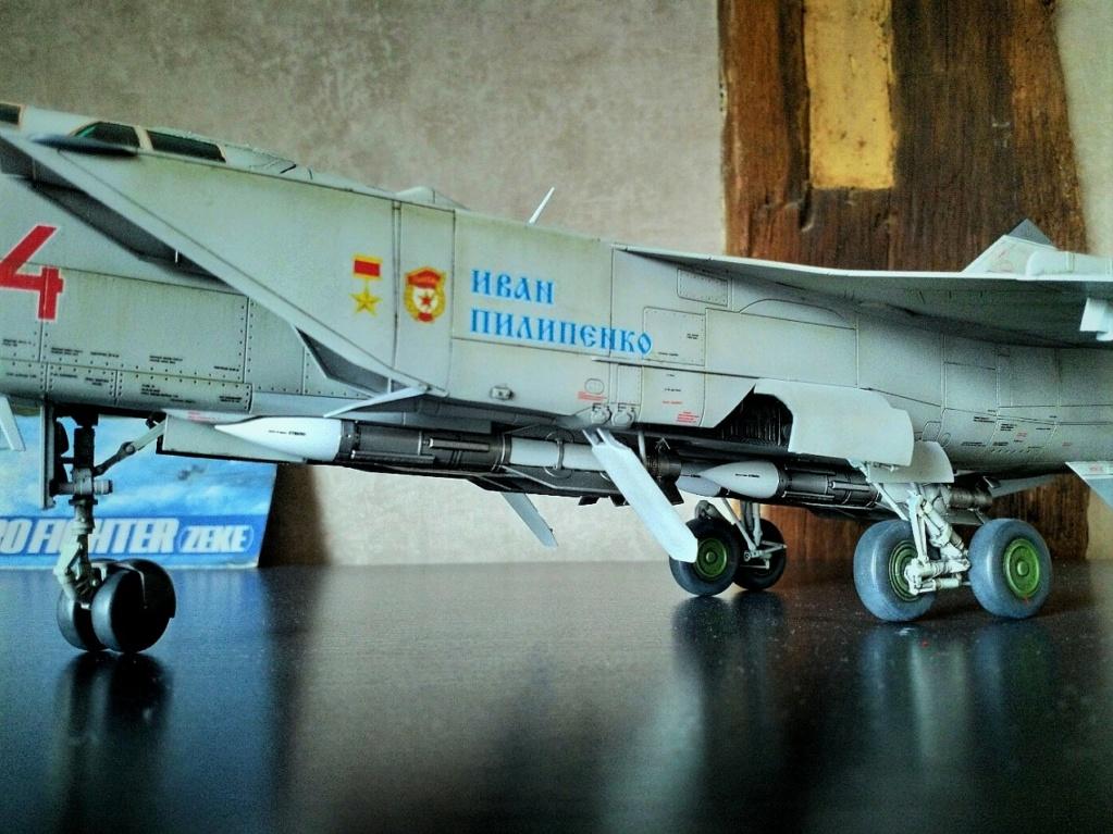 "Mikoyan-Gurevitch MiG-31 BM/BSM ""Foxhound"" (AMK 1/48) - Page 7 Img_2068"