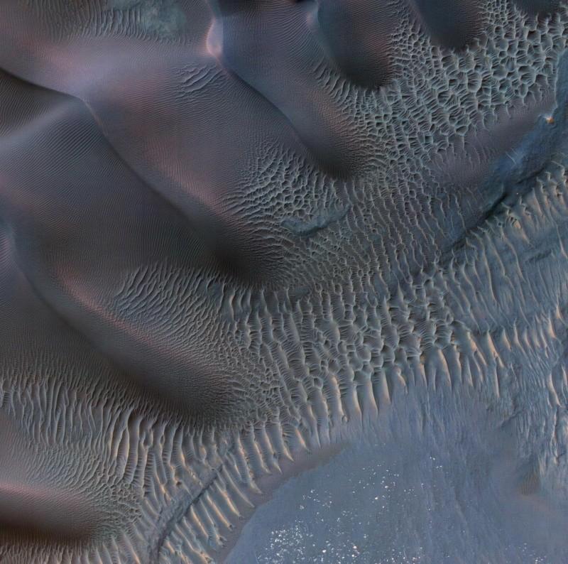Photo from NASA Mars Orbiter Shows Wind's Handiwork Pia15210