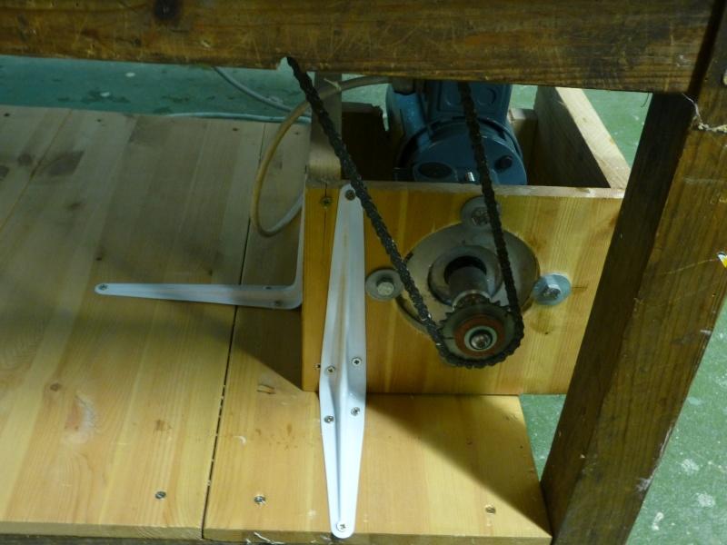 Modification du système d'entrainement du bois sur rabot/dégau P1000211
