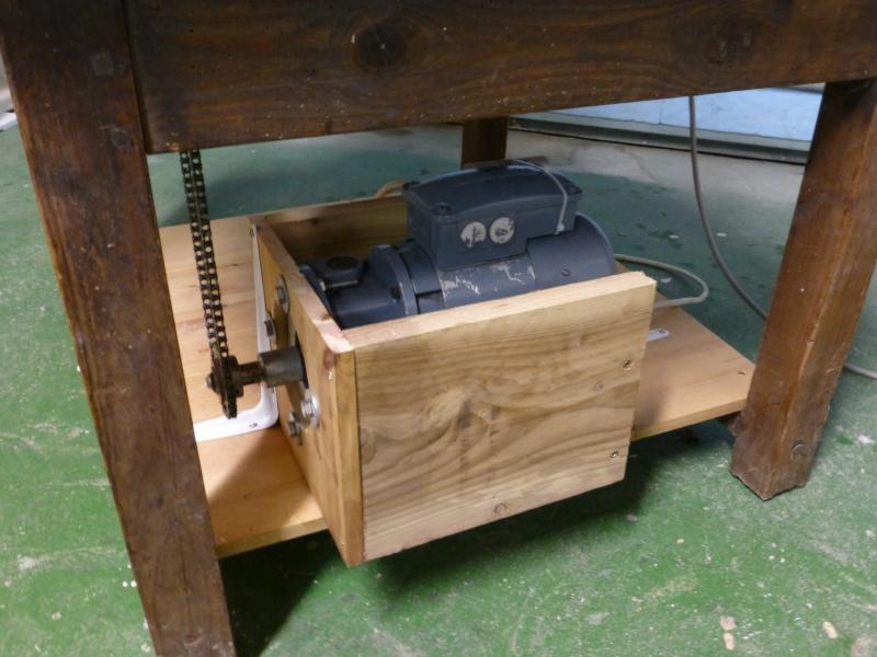 Modification du système d'entrainement du bois sur rabot/dégau P1000212