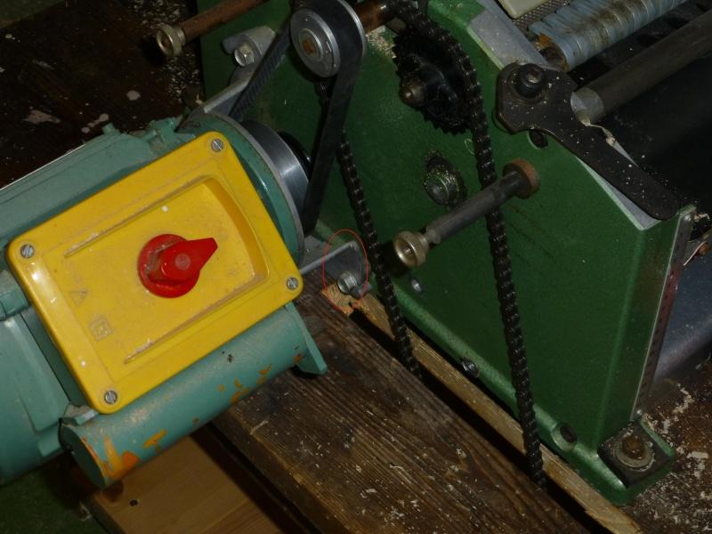 Modification du système d'entrainement du bois sur rabot/dégau P1000213
