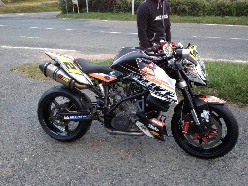 KTM SuperDuke R Phone_10