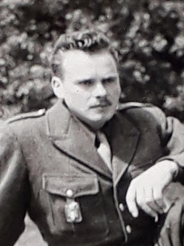 Engins et militaire français à identifier...1950 ? Oto610