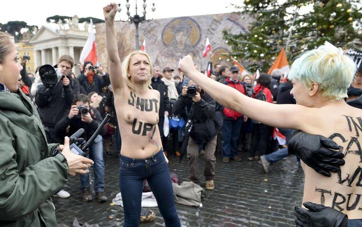Femen Vatica10