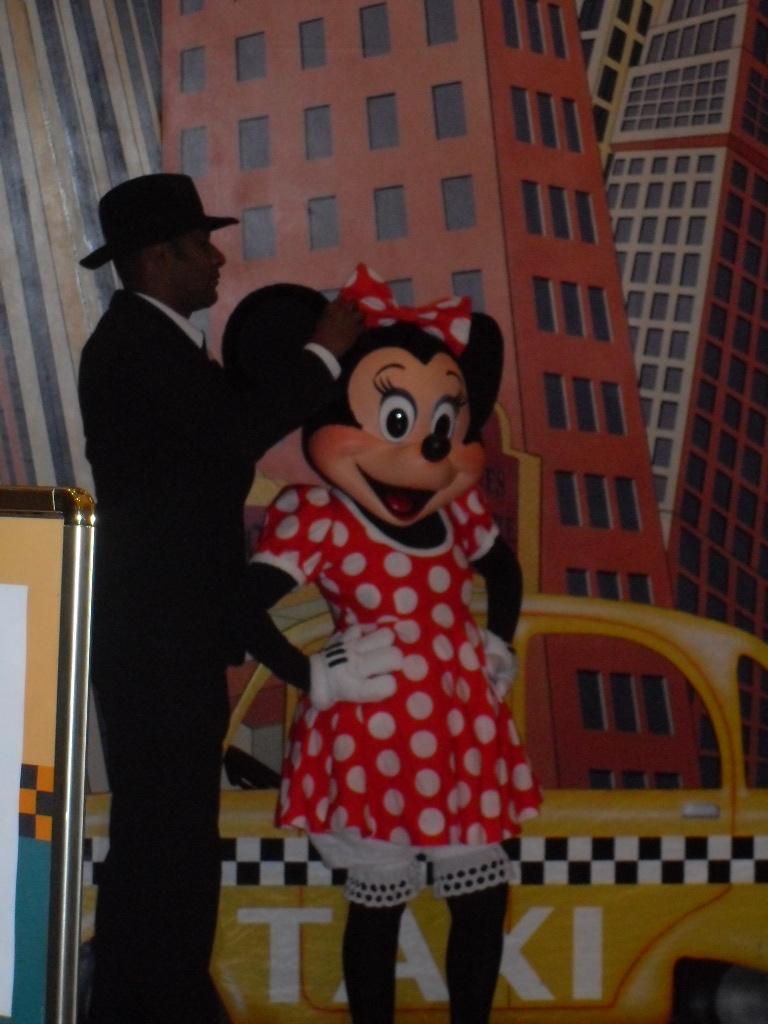 Notre séjour au New York en novembre 2011 - Page 2 Disney95