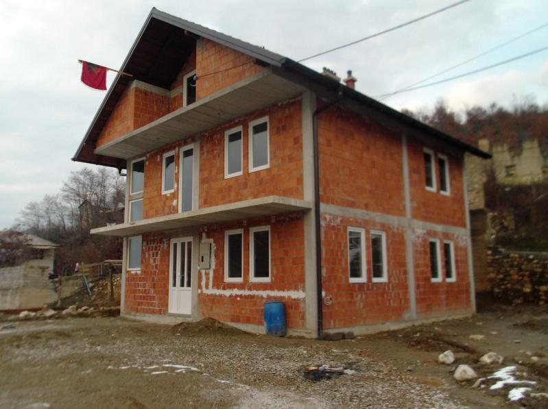 Shtëpia 2 (e solidaritetit) e ndërtuar falë gjithë banorëve Hoçjanë (Nga Kadri Buduri) Shpija10