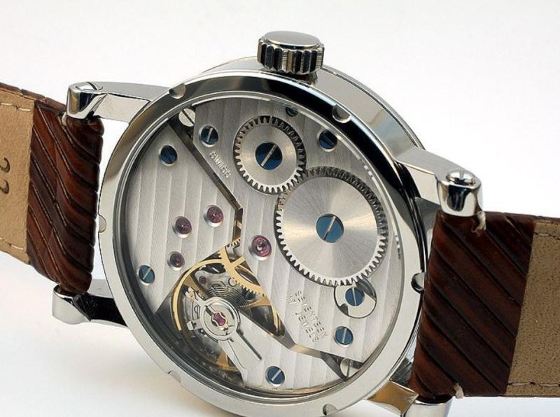 Recherche montre avec bracelet facilement démontable par vis Mono410