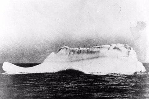 Les vices cachés du Titanic ! - Page 3 Iceber11