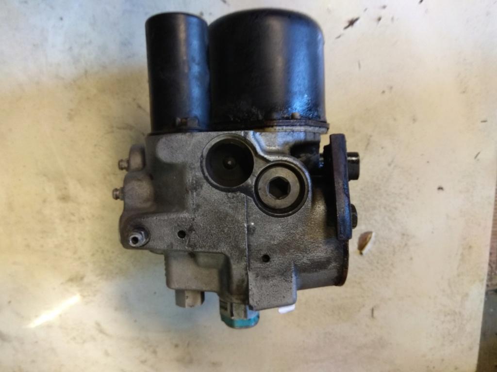 pièces interieur et bloc moteur s2 2.5 td 1995 avec abs Img_2010