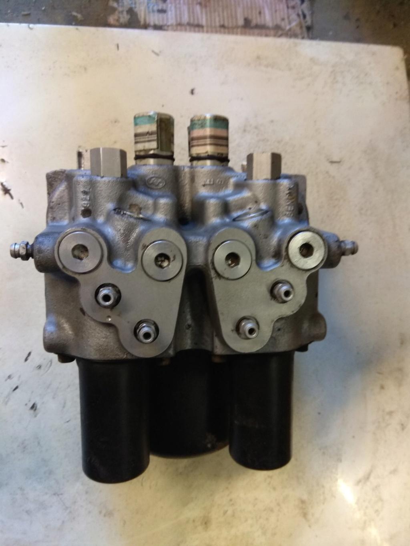 pièces interieur et bloc moteur s2 2.5 td 1995 avec abs Img_2011