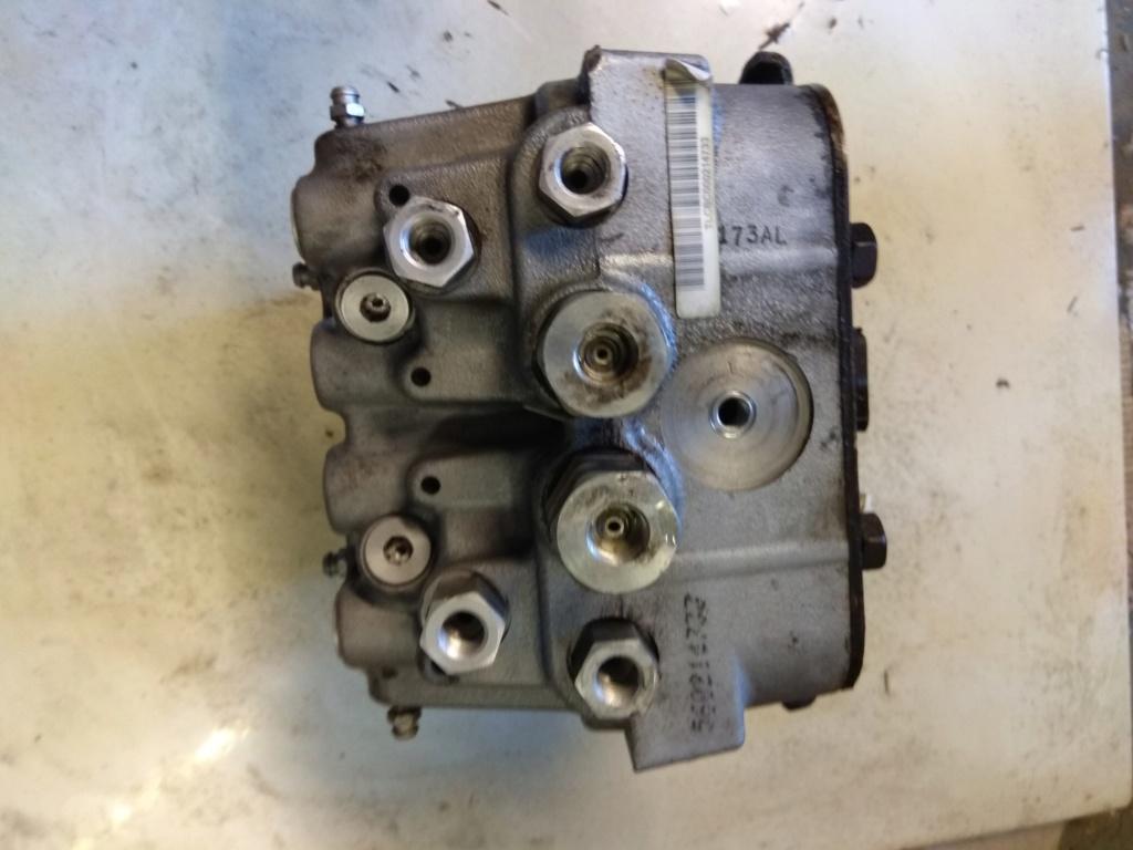 pièces interieur et bloc moteur s2 2.5 td 1995 avec abs Img_2012