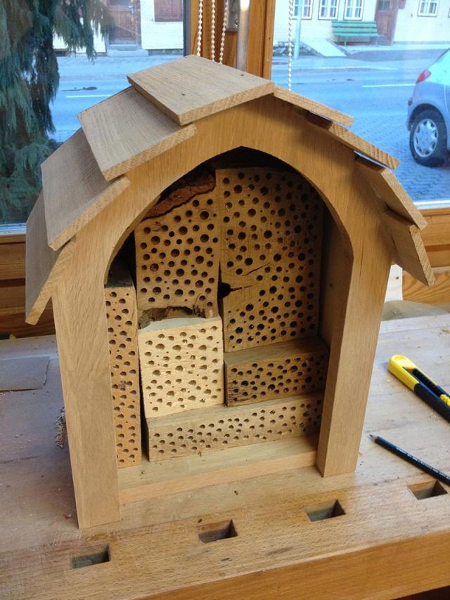 Un hôtel à abeilles sauvages End10