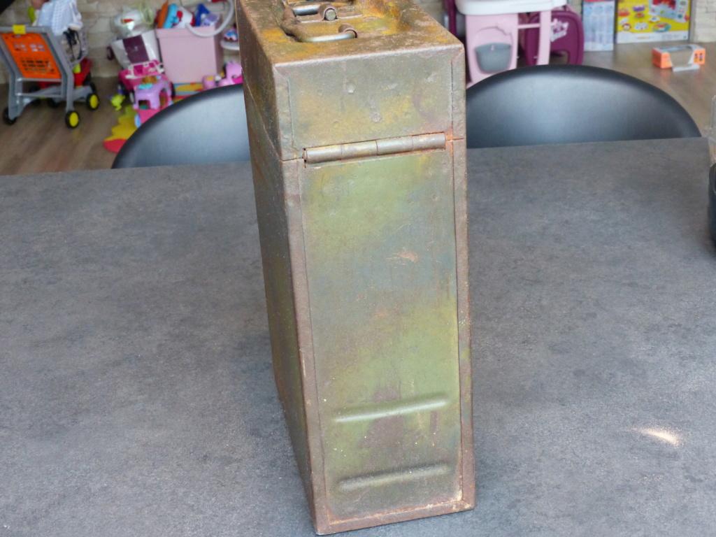 mes caisses allemandes ww2  (métal) - Page 2 P1030837