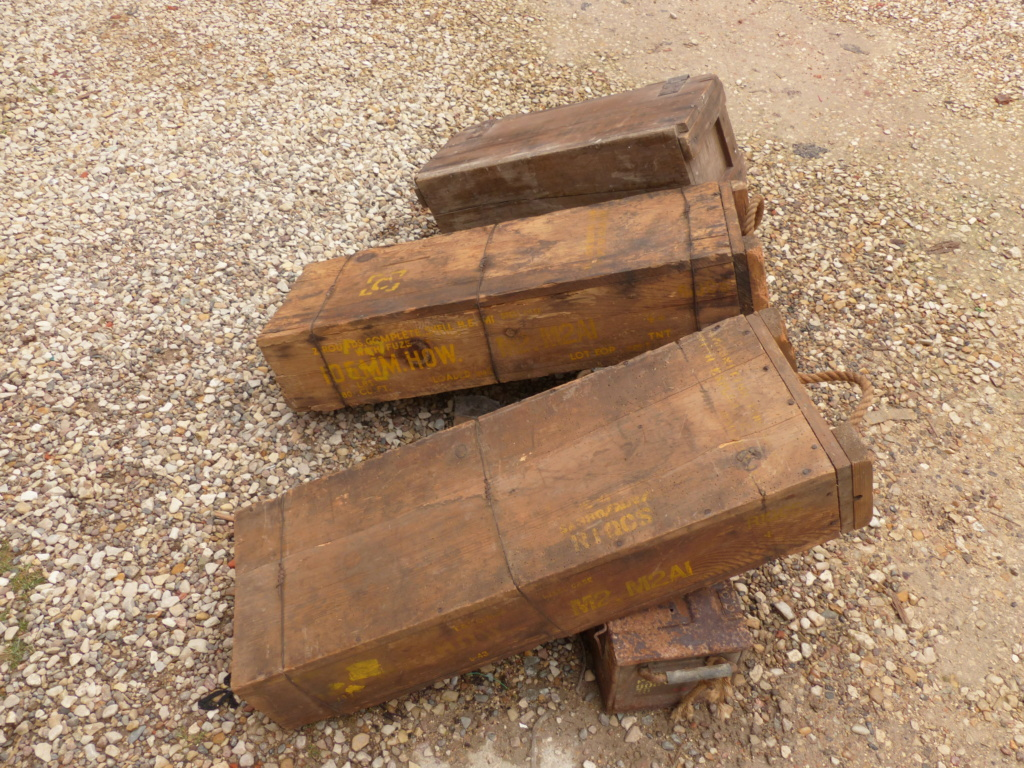 caisse de 105 mm et mine anti char US ww2  P1040312