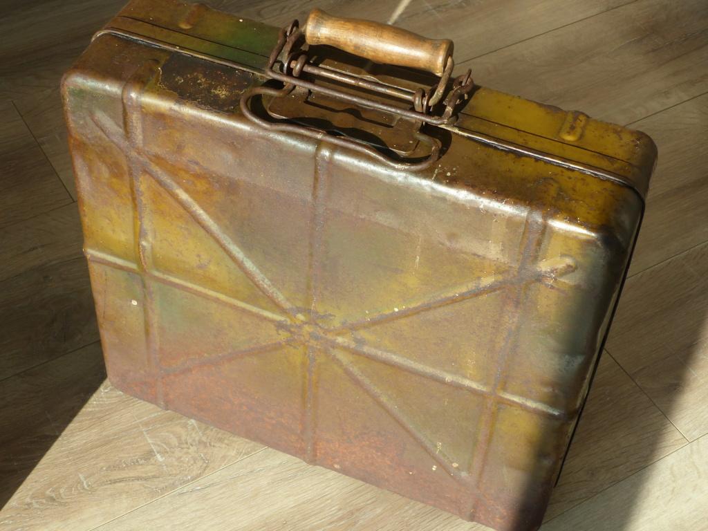 une très belle caisse allemande camouflée P1040414