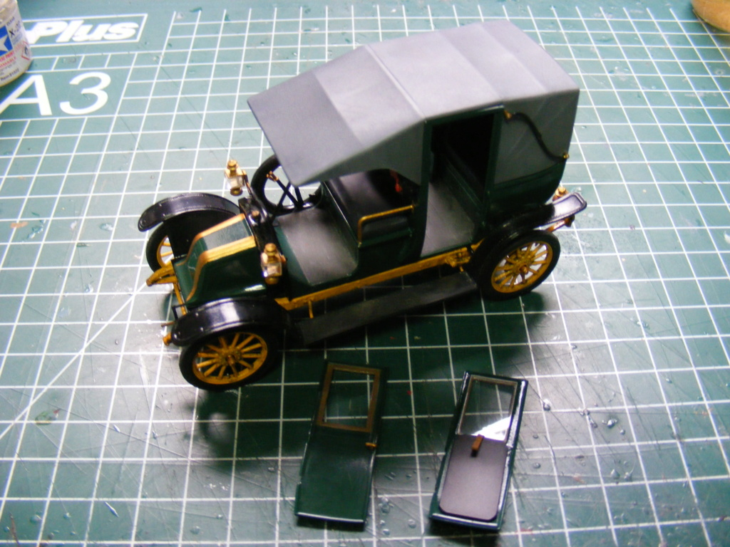 Renault Taxi de la Marne 1914  avec figurines (kits ICM 1/35) Dscf8372