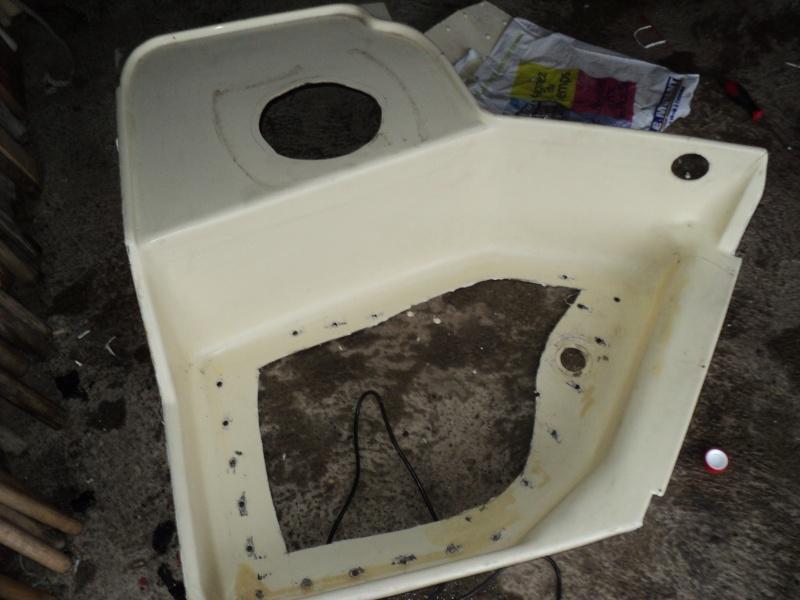 réparation bac douche et installation fixe d'un coffre Bac_de10