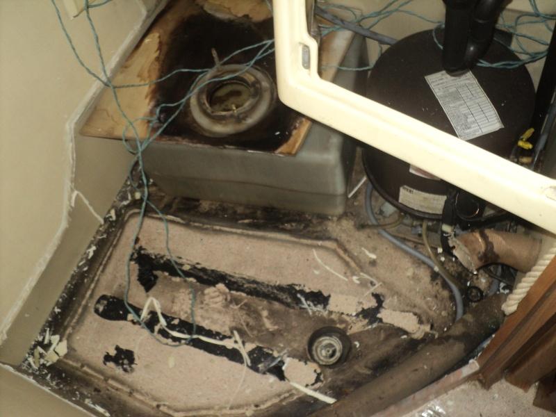réparation bac douche et installation fixe d'un coffre Bac_en10