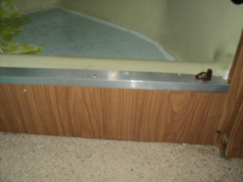 réparation bac douche et installation fixe d'un coffre Baguet10