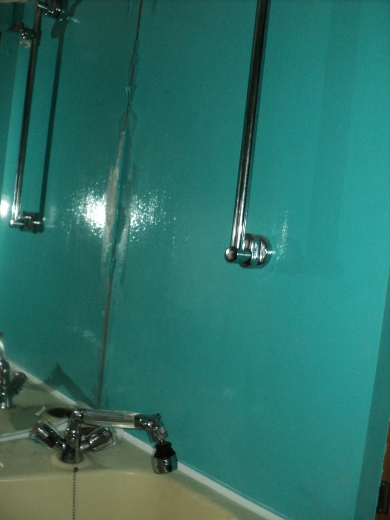 réparation bac douche et installation fixe d'un coffre Suppor11