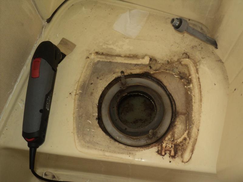 réparation bac douche et installation fixe d'un coffre Wc_enl10