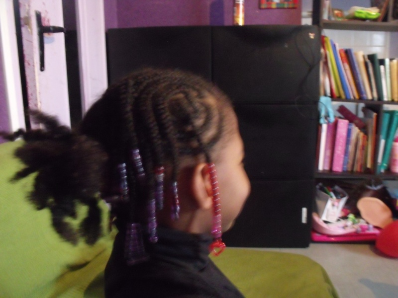 Idée de coiffures pour nos bambins - Page 4 Dscf2010