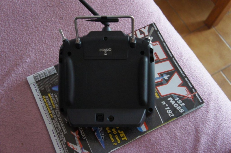 -- Vendue --Vends Radiocommande Futaba T8FG Up nouveau prix Dsc03214