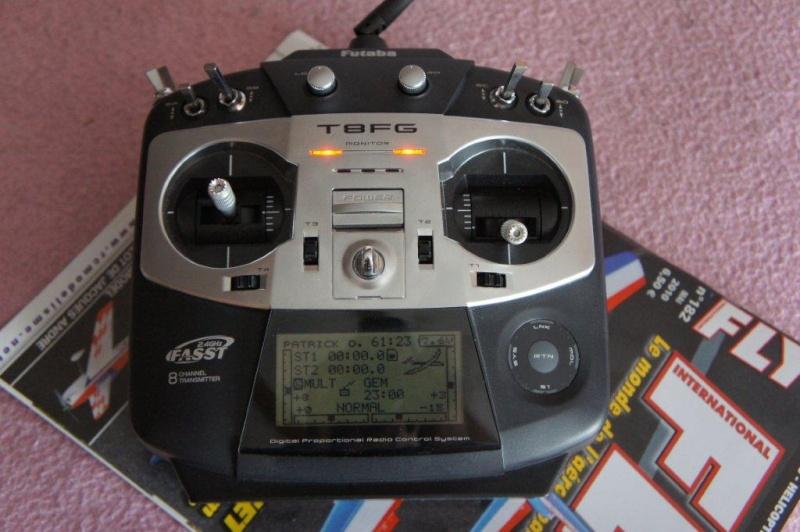 -- Vendue --Vends Radiocommande Futaba T8FG Up nouveau prix Dsc03215