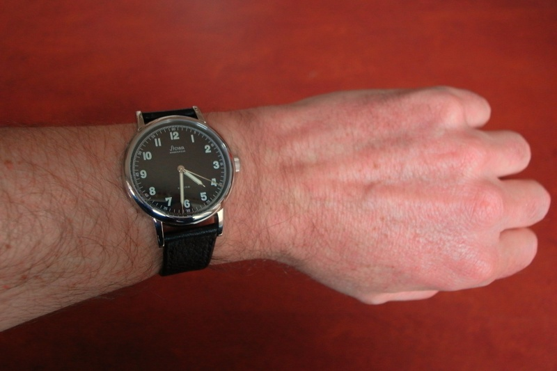 Stowa Partitio Noire manuelle -  Fond saphir Wrists10