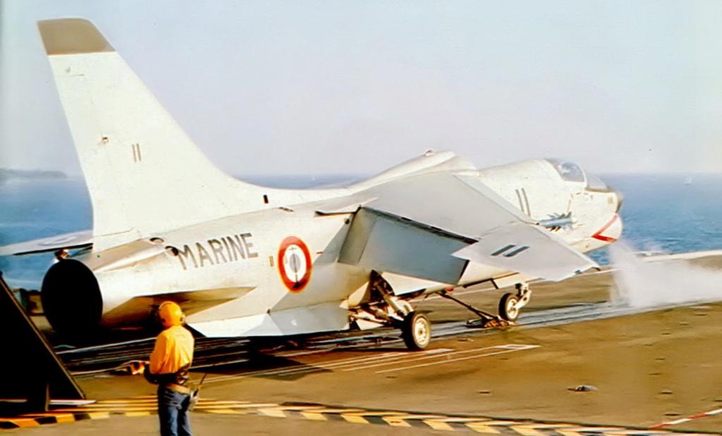 Avions de l'Aéronavale et autres - Page 2 F-810