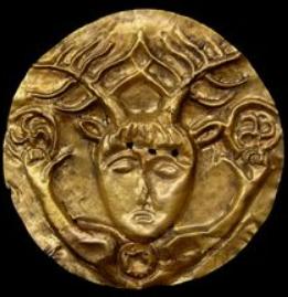 Bronze Ambiens au personnage de face et aux torques DT.404 Cernun10
