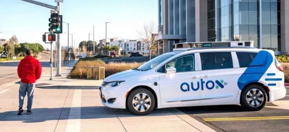 Il robot taxi che si guida da solo debutta in Cina 09380710
