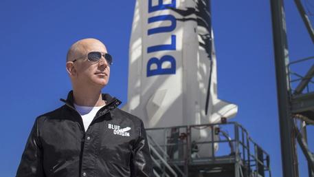Venduto a 28 milioni di dollari il posto sul volo spaziale con Bezos 665d6010