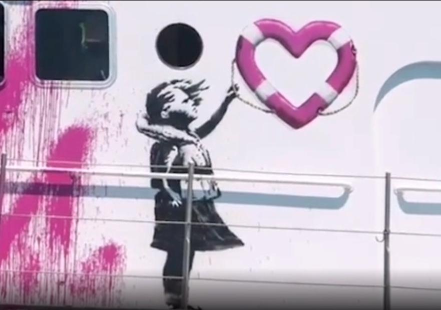 La nave di soccorso finanziata da Banksy salva 89 migranti Banksy12