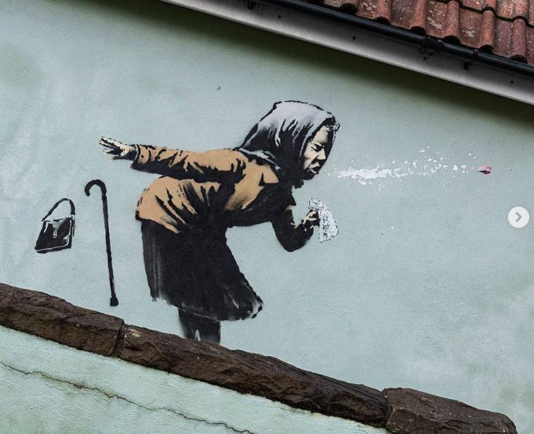 Banksy nuova opera: Un'anziana raffreddata Banksy13