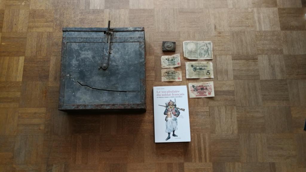 Brocante dominicale n°25: caisse Hotchkiss, plaque de ceinturon, billets .... Img_2039