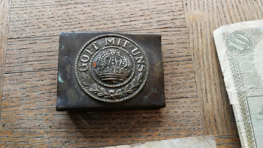Brocante dominicale n°25: caisse Hotchkiss, plaque de ceinturon, billets .... Img_2044