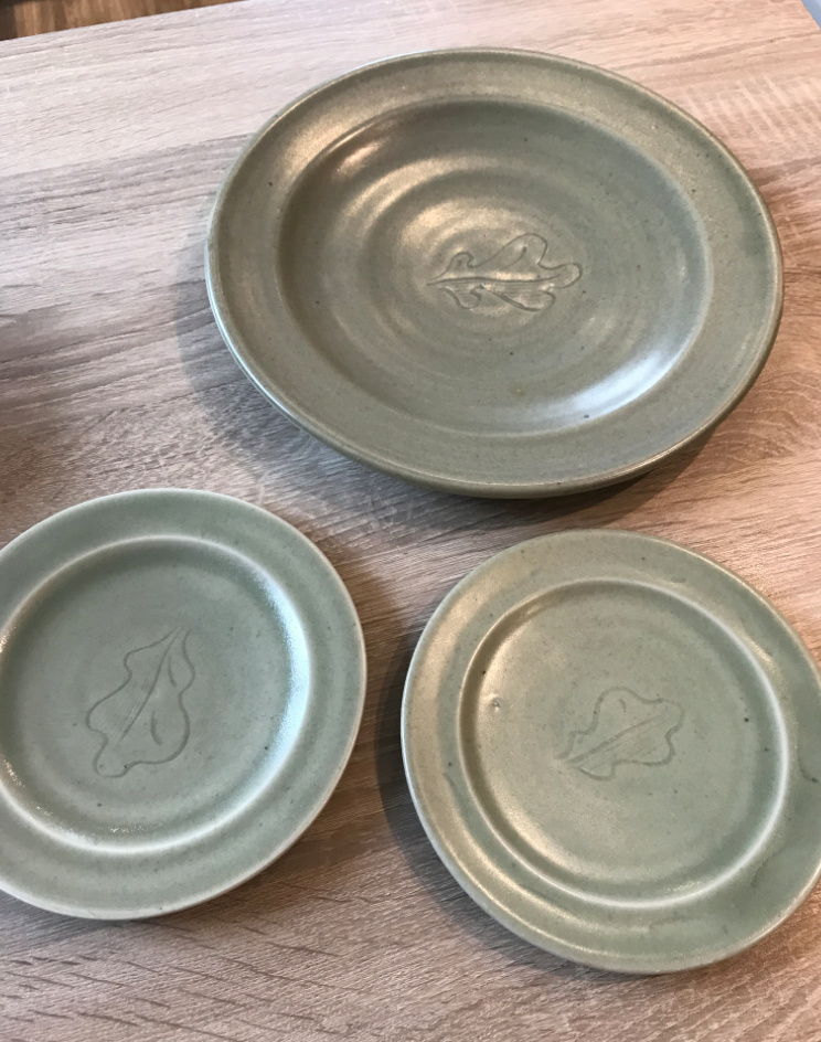 Leach Oak leaf plates Screen12