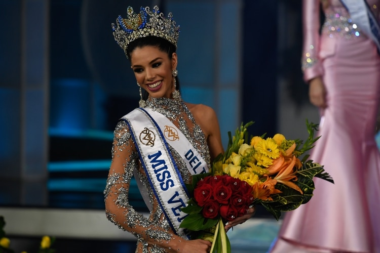 thalia olvino, top 20 de miss universe 2019. 000-1j10