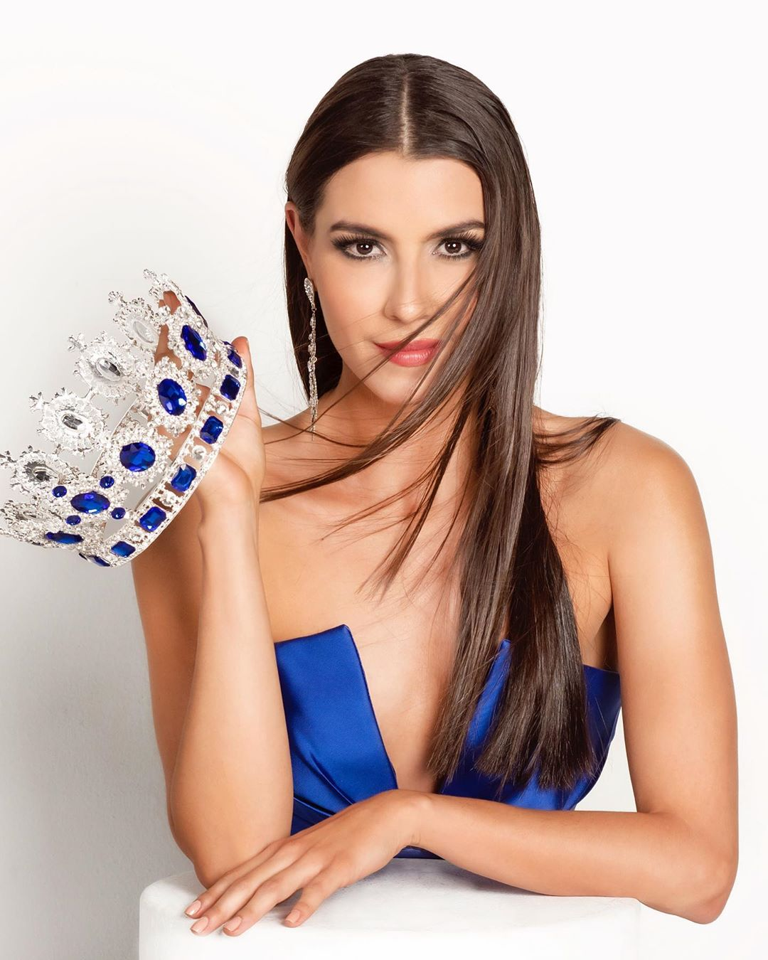 adriana rugeles, miss europe continental colombia 2020-2021. 11687410