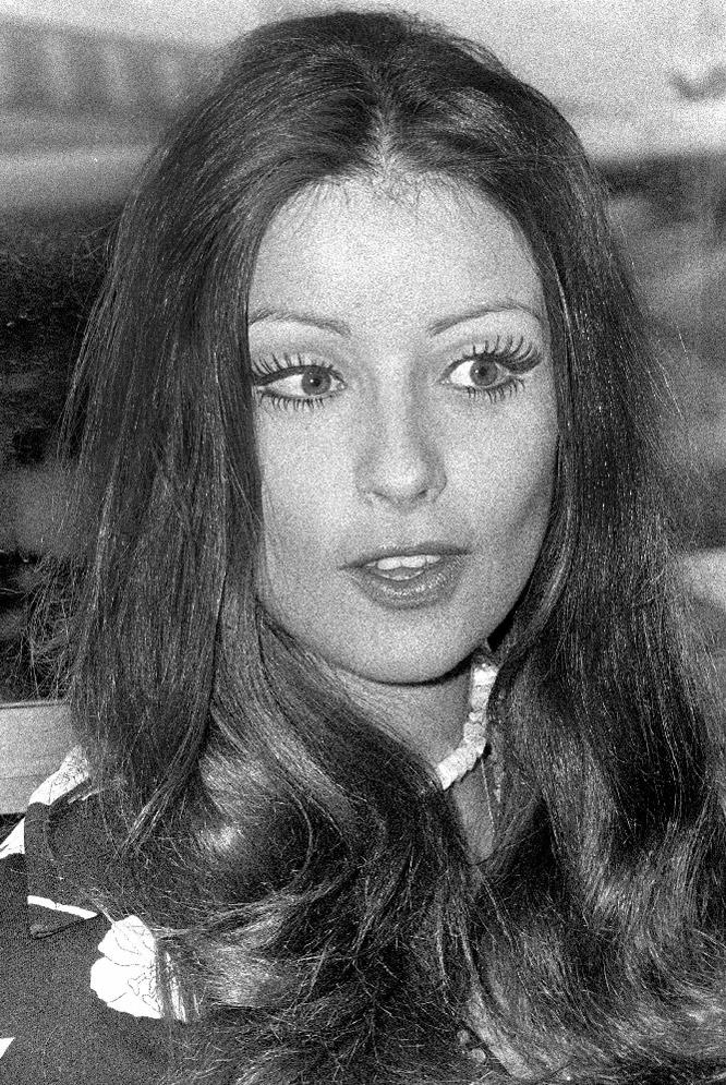 amparo munoz, miss universe 1974. † - Página 2 12988412