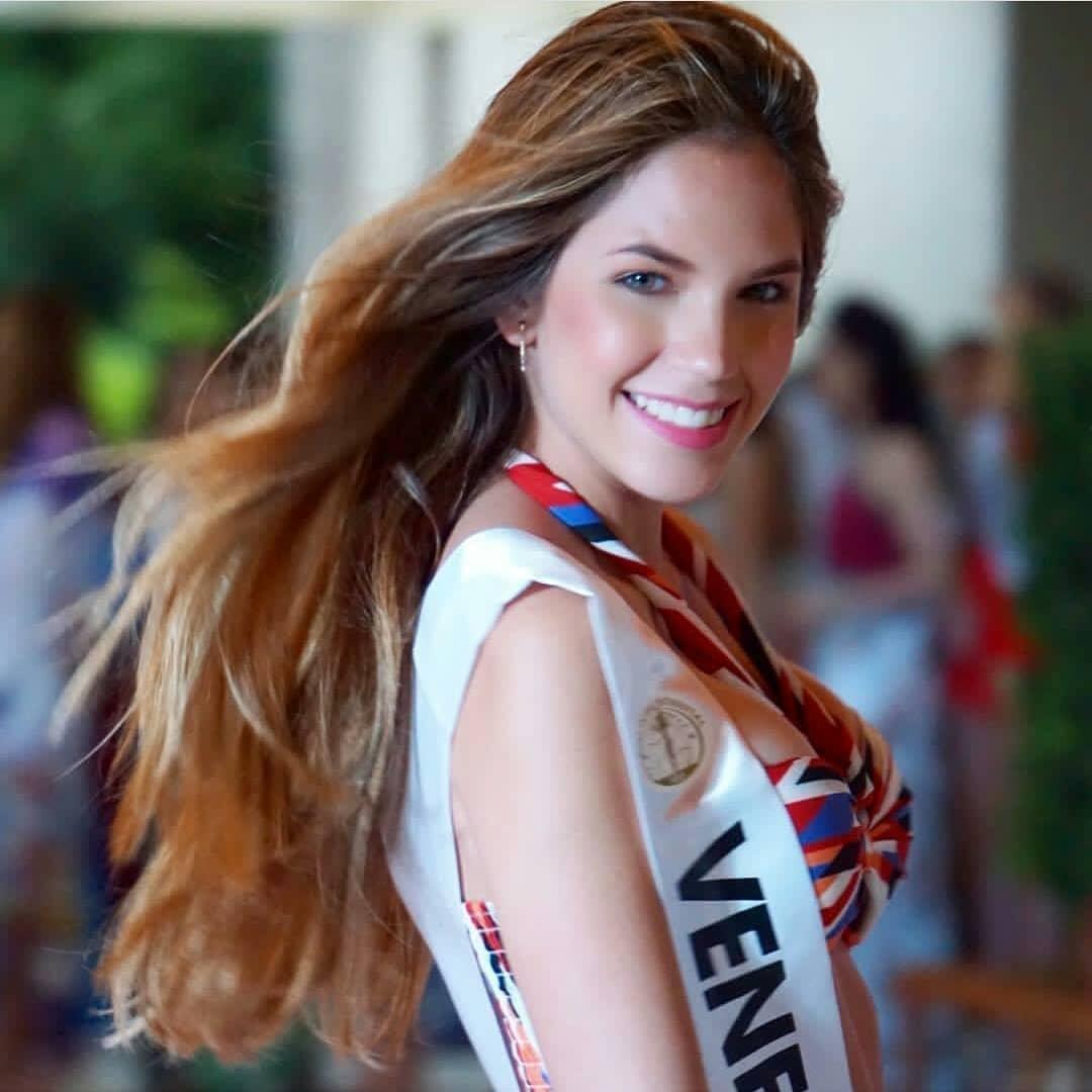 gina bitorzoli, miss intercontinental venezuela 2018-2019. - Página 2 49756211
